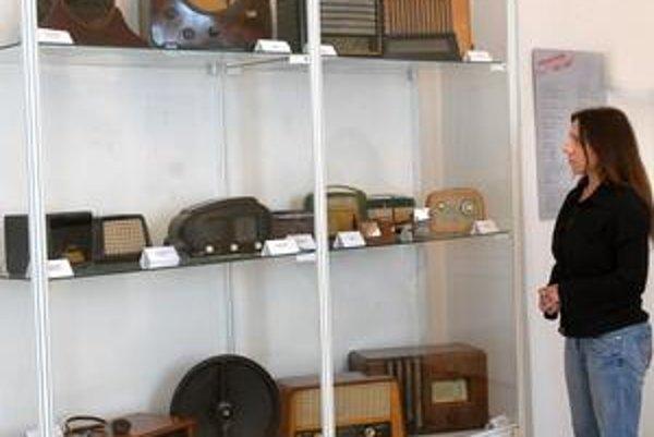 Historické rádioprijímače. Nájdete ich v Slovenskom technickom múzeu.