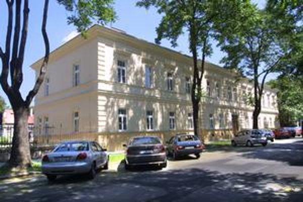 Bude nová súťaž? Vlastniť areál na Bačíkovej chce len jedna bratislavská firma, jej ponuka je však pre kraj príliš nízka.