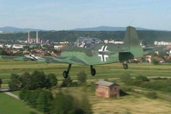"""Retro Sky Team. Niektorí lietajú na """"nemeckých"""", ďalší na """"ruských"""" lietadlách."""