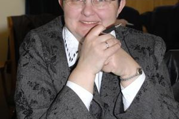 E. Hulmečíková. Poslankyňou je stále.