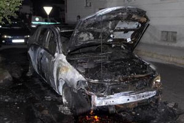 Opel Astra. Auto je vhodné už iba na zošrotovanie.