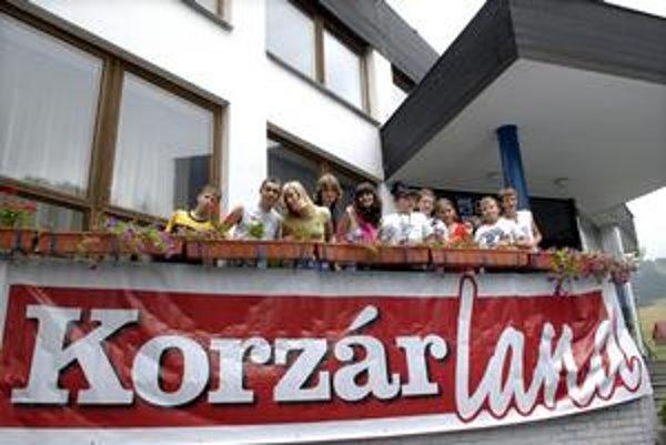 Deti v Korzárlande. Väčšina je z Košíc, nechýbajhú deti z Prešova a Spišskej Novej Vsi.