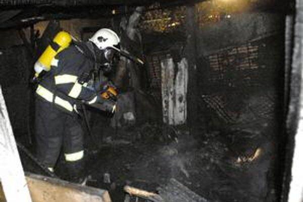 Termokamera. Pri zásahu používali aj špeciálnu výbavu na vyhľadávanie ohnísk.
