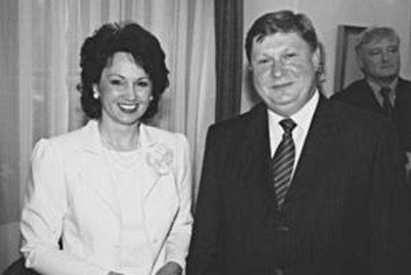 Trebuľa a Szelešová. Na fotografii z volebných novín, kde ho podporila ako kandidáta na župana.