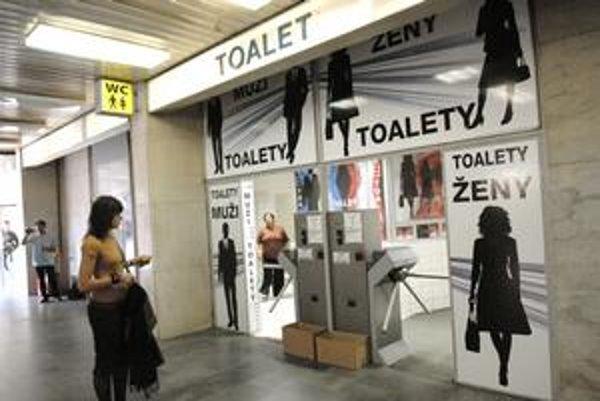 Celoslovenský unikát. Turnikety na WC sú len v Košiciach.