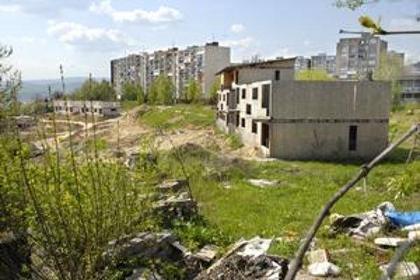 Skelety. Takto vyzerajú byty Na Hore, ktoré už mali dávno stáť.