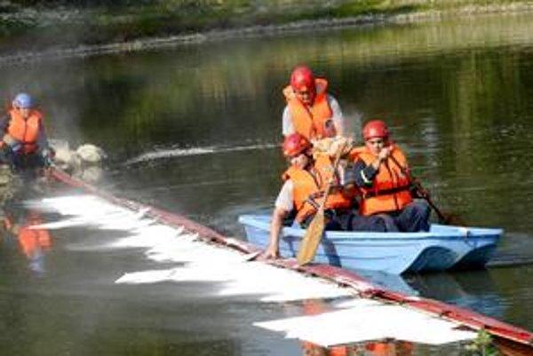 """Seligovo jazero. Jeho """"vyčistenie"""" trvalo hasičom iba asi 20 minút."""