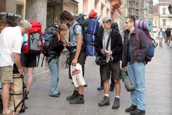 Atrakciou boli turisti. Stretnúť takéto skupinky turistov počas leta bolo naozaj šťastím.