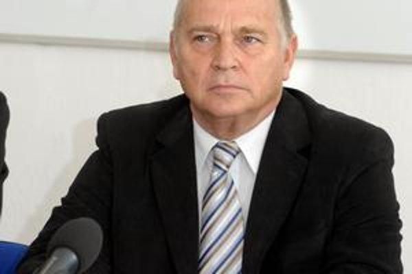 Ján Süli. Hoci obe maďarské strany podporujú Z. Trebuľu, ich voliči by podľa neho mali voliť skôr pravicového kandidáta.