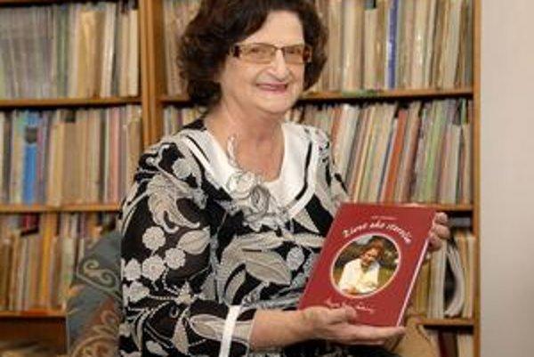 Spokojná autorka Lýdia Urbančíková pracovala na knižke niekoľko rokov.