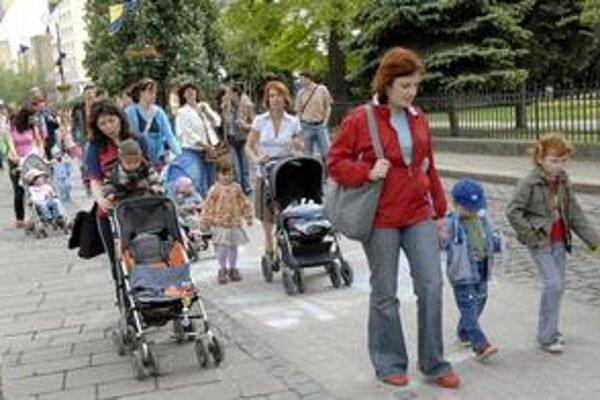 Ďakovali mamám. Míľu pre mamu zdolalo v sobotu 560 detí so svojimi rodičmi i starými rodičmi.