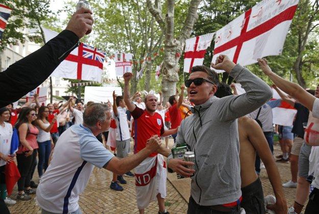 Anglickí fanúšikovia si šampionát poriadne užili.