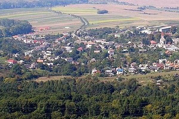 Ruská Nová Ves. Najstaršia zachovaná písomná zmienka o obci je z roku 1402.