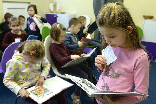 Časť učiteľov na Slovensku vstúpila do štrajku.