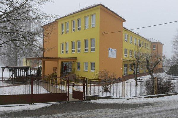 Základná škola s materskou školou v Sedliciach. Pridala sa ku štrajku učiteľov.