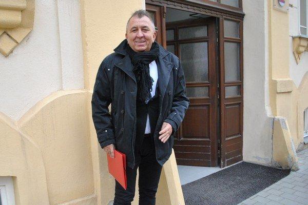Fero Fenič pred rokom na Stavebnom úrade v Prešove.