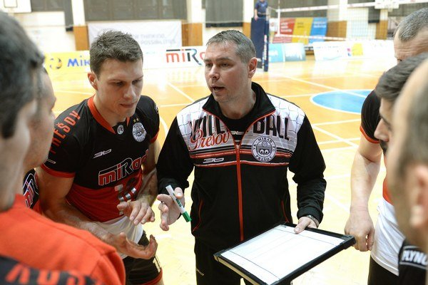 Tréner Ľuboslav Šalata s blokárom Ľubošom Mackom.