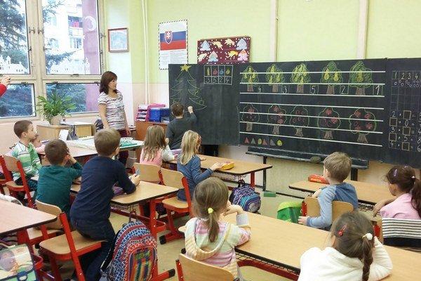 Prváci zo ZŠ Važecká. Predškolákov sprostredím ich školy už zoznámili.