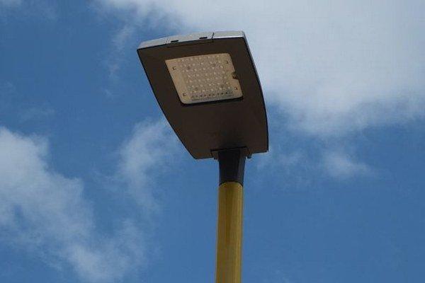 Osvetlená aleja je súčasťou projektu rekonštrukcie Vrakunskej promenády. ILUSTRAČNÉ FOTO.