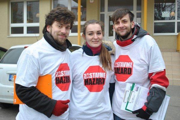 Praví petičiari v Prešove. Zbierali podpisy počas volebného dňa v marci.