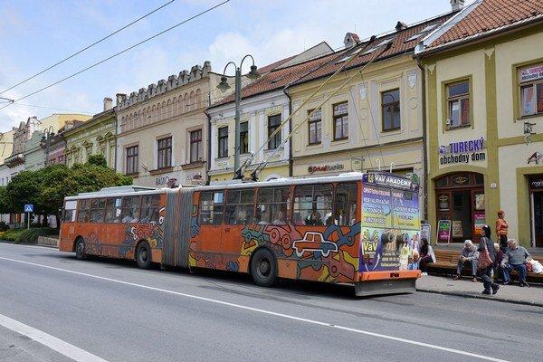 Doprava. Staršie trolejbusy je nutné nahradiť.