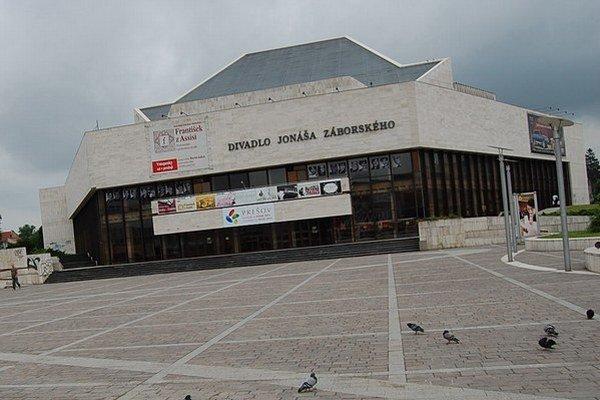 Divadlo Jonáša Záborského. Celé okolie divadla bude počas leta uzavreté.