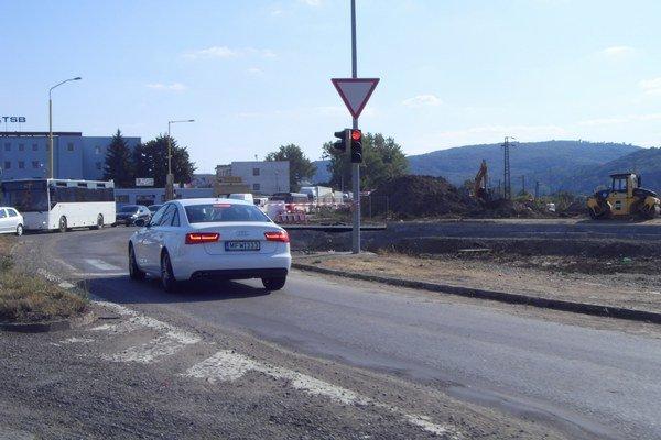 Križovatka pri ZVL. V ďalšej fáze by sa mala robiť cesta do Hanisky.