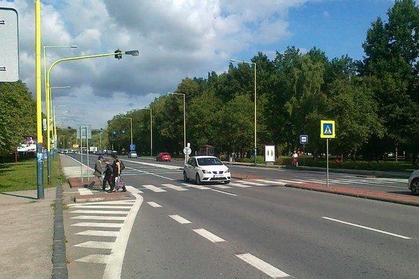 Priechod na Levočskej. Chceli ho upraviť, ale bude sa zrejme čakať na semafor.