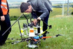 Dron s odkloňovačmi. Zatiaľ je to len prototyp.