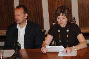 Primátorka Andrea Turčanová a jej predchodca Pavel Hagyari.