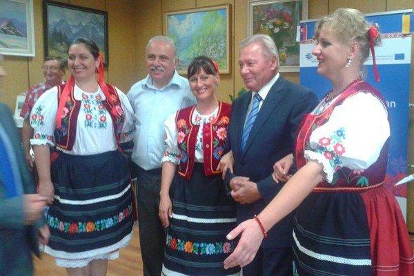 Vernisáž. Slávnosti sa zúčastnili prominentní hostia.