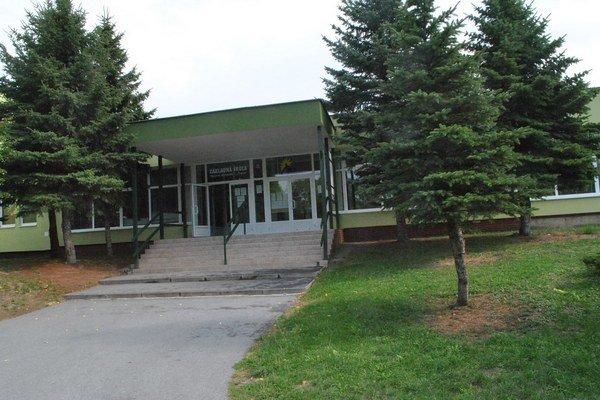 ZŠ Májové námestie. Škola je otvorená, jedáleň ešte nie.