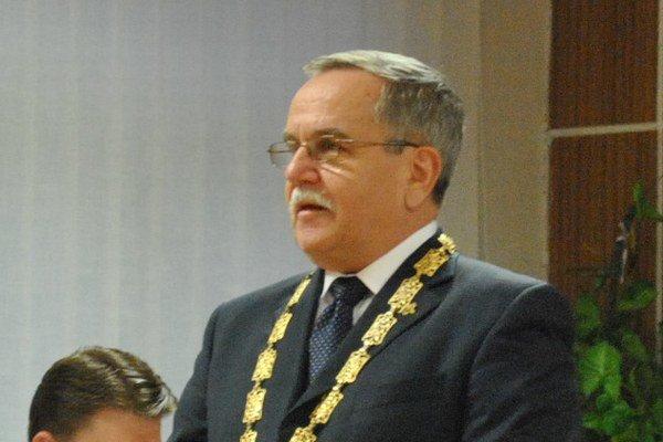 Primátor Veľkého Šariša František Bartko poslanecké uznesenie nepodpíše.
