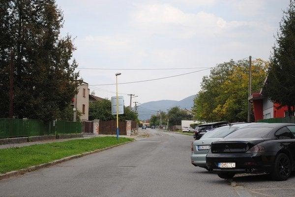 Chodníky. Opravu by potrebovali viaceré, opravili sa len na Vranovskej.