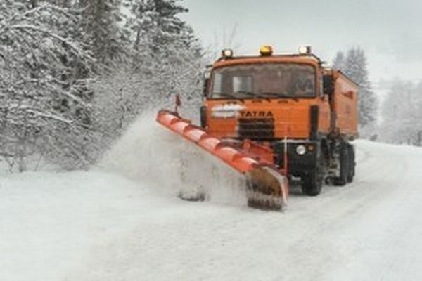 Cestári sú pripravení aj na takéto nádielky snehu.