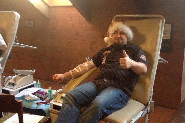 Mikuláš Palaščák daruje krv pravidelne.