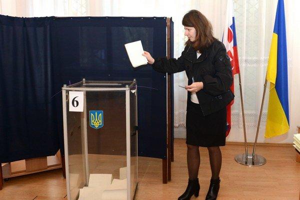 Niektorí volili na ukrajinskom konzuláte.