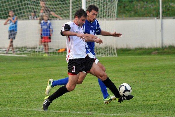 Kapitán Lacko (vľavo) patril medzi opory Fintíc v zápase vo Svite.