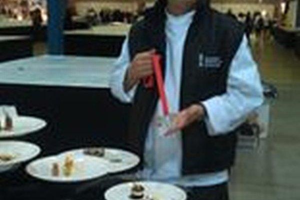 Peter Krištof (33). V týchto dňoch je na majstrovstvách sveta kuchárov - ulinary World Cup Expogast Luxemburg. V sobotu získal striebornú medailu.