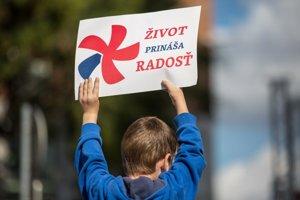 Bratislavský pochod za život - jeho účastníci žiadali zákaz interrupcií.
