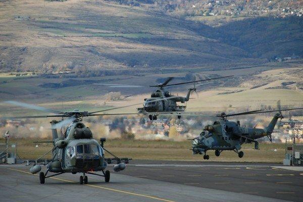 Vrtuľníky Mi 171 a Mi-24. Dve letky prileteli na základňu po rozhodnutí o rozdelení ČSFR.