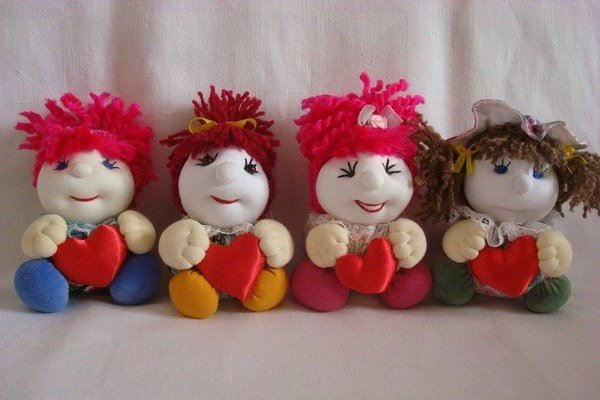 Bábiky sa zdajú byť rovnaké, ale každá je originálna.