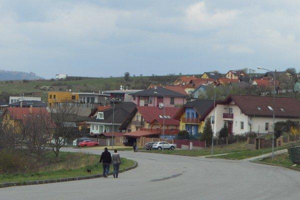 Pod Šalgovíkom. Na tejto ulici chcú obyvatelia umiestniť tri retardéry.