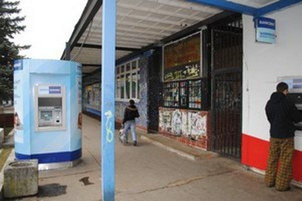 Bankomat v Prešove. Aj ten vykradli na svojej šnúre, plán bol lúpiť naprieč Slovenskom.