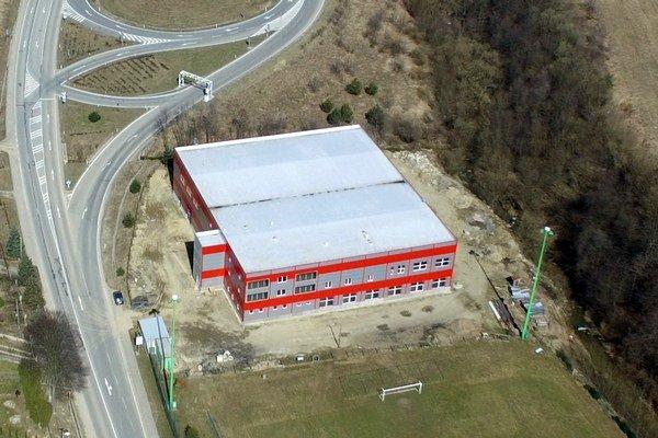 Stavba športového komplexu v Širokom pokročila. Obec ju platí z vlastných peňazí.