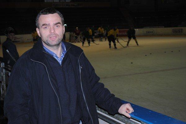 René Pucher. Spokojný by bol, keby sa HC 07 dostal do semifinále.