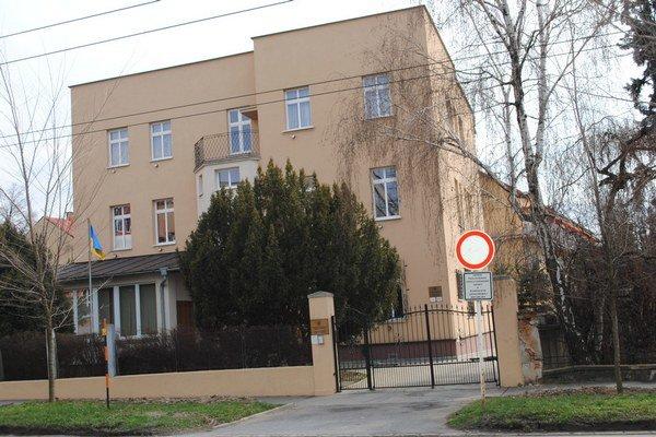Generálny konzulát. Diplomati bojujú za európsku Ukrajinu.