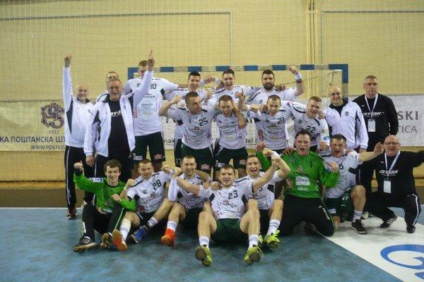 V základe najlepší. Radosť z prvenstva si Prešovčania vychutnali po zápase v Belehrade.