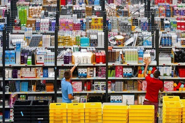 Amazon. Americký internetový gigant chce postaviť logistické centrum.