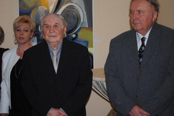 Na vernisáži. Majster Bubán (vľavo) a kurátor Žadanský.